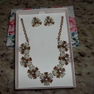 Jewelry - Pretty statement necklace & earring set!